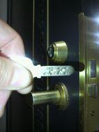 玄関 鍵の交換 防犯鍵